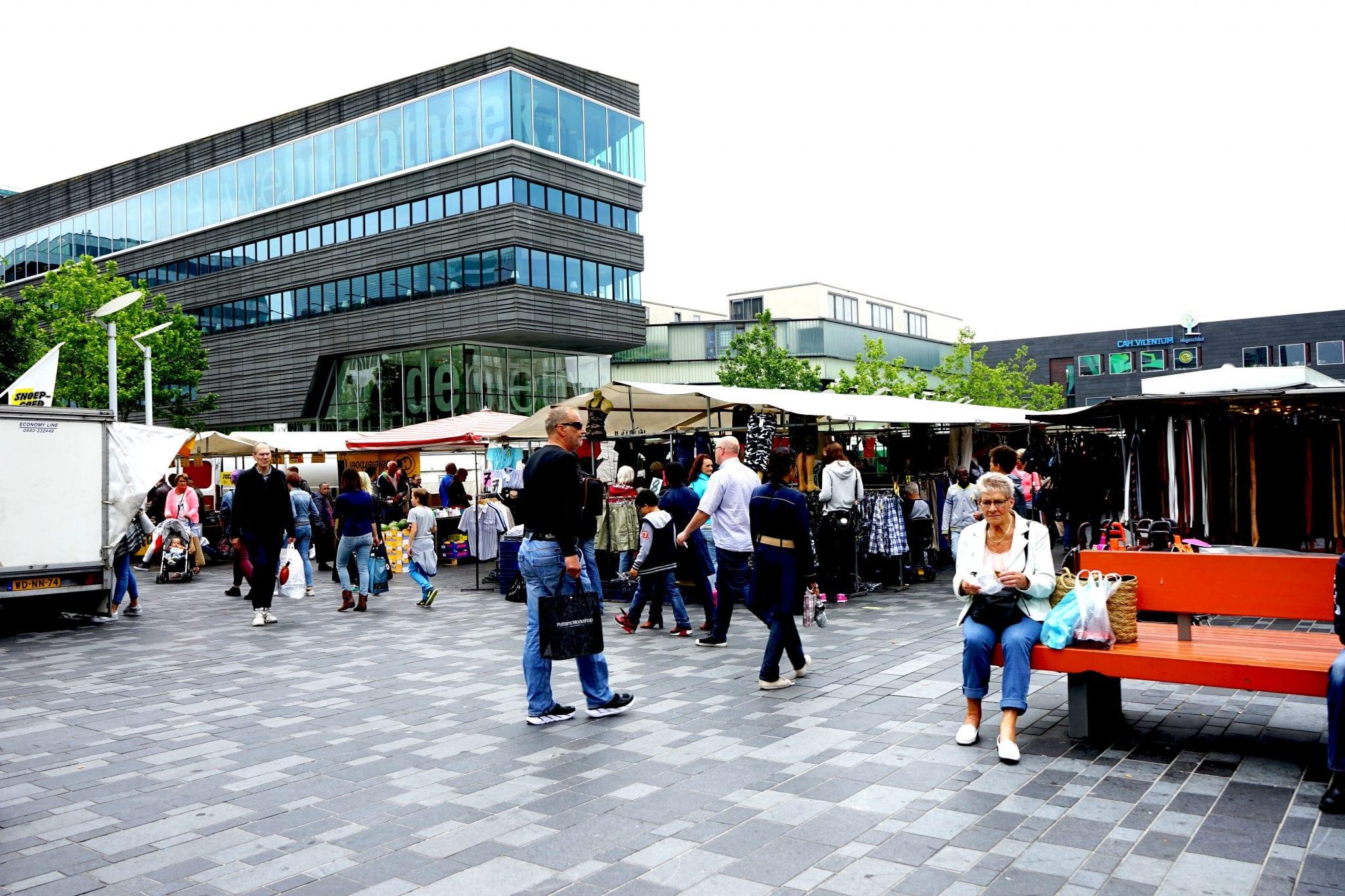 Woensdag markt Stadhuisplein en Stadhuispromenade in ... Chagallweg 10 Almere