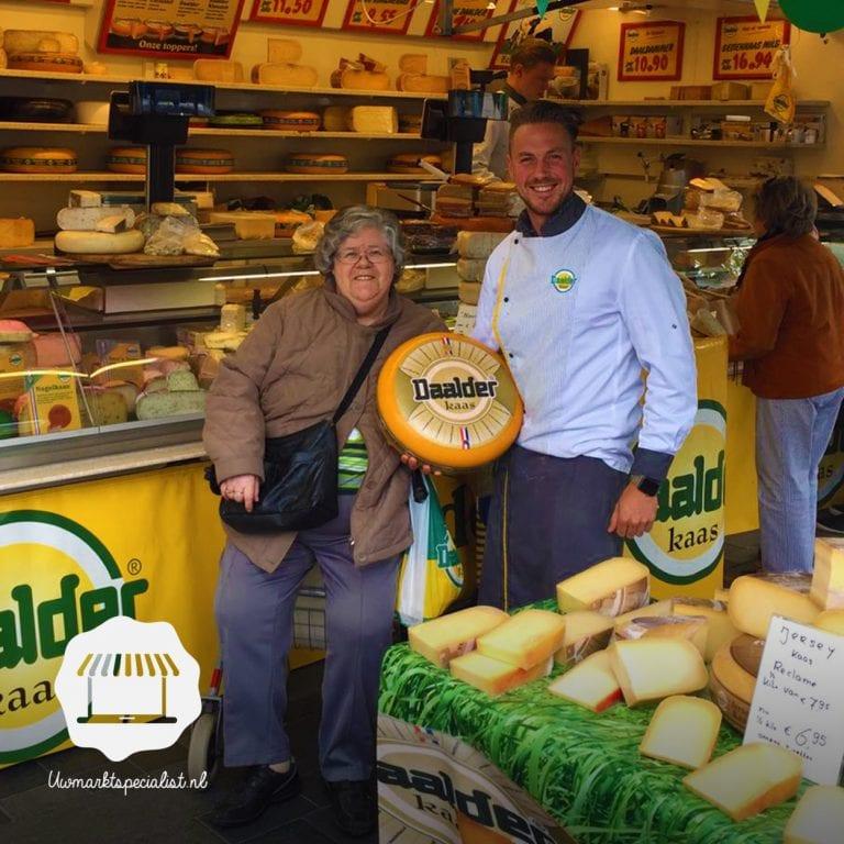 Uitreiking winactie woensdagmarkt Almere – Stad