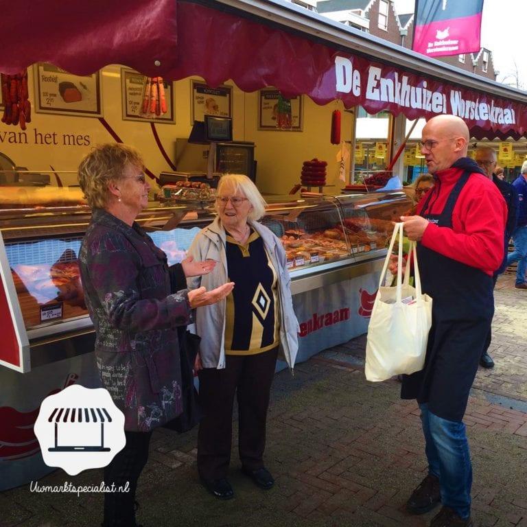 Uitreiking winactie vrijdagmarkt Almere Haven