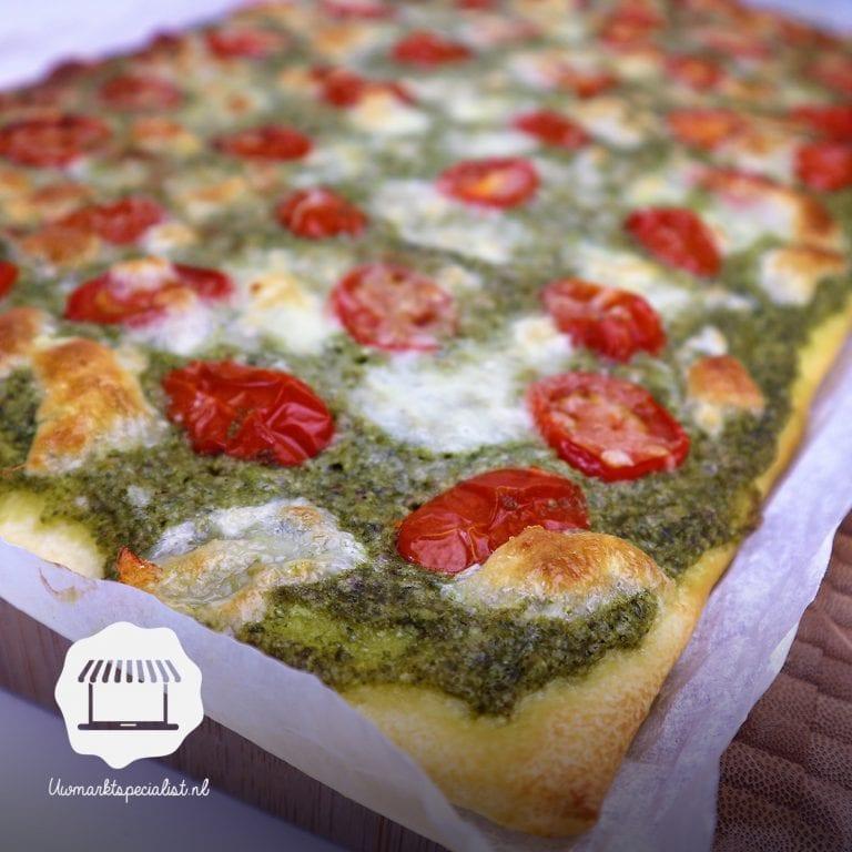 Plaatpizza met boerenkoolpesto