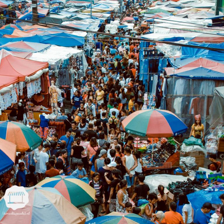 De markt op in de zomer