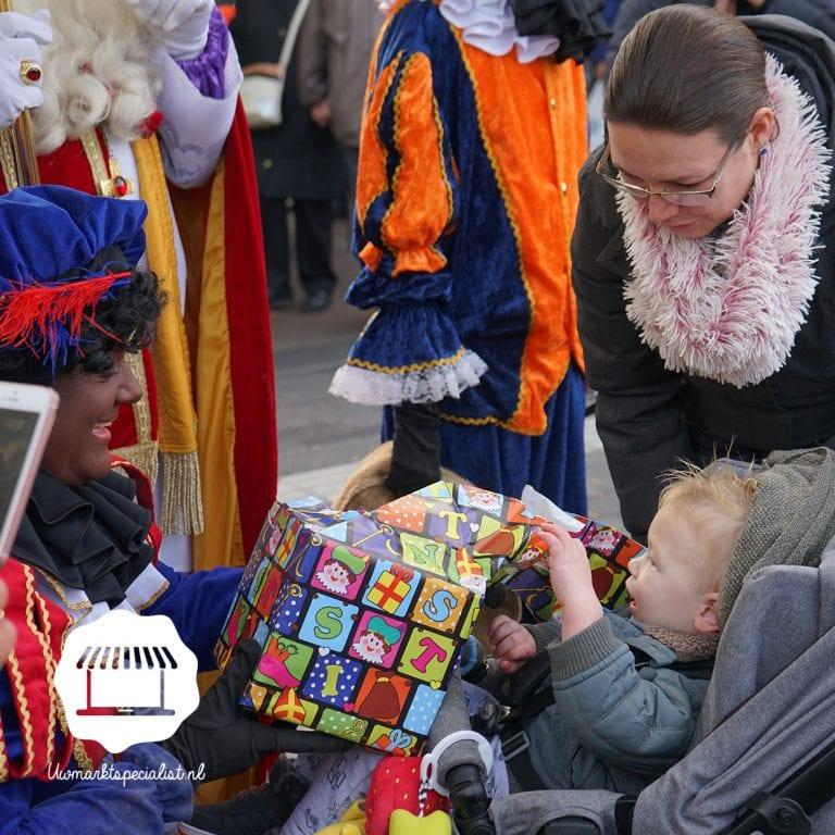 Sint & Piet op de markt Almere