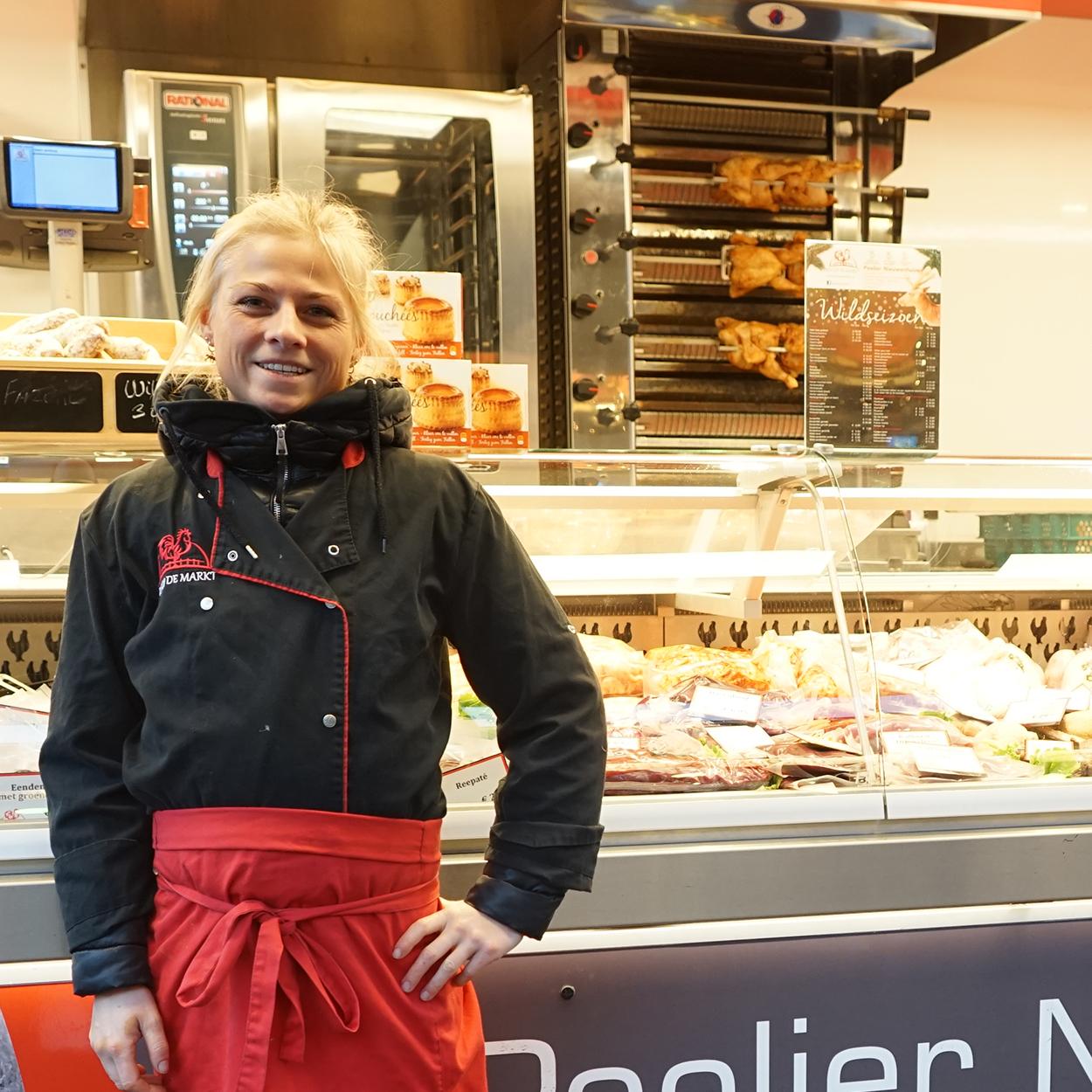 Poelier Nieuwenhuizen – Kip op de markt
