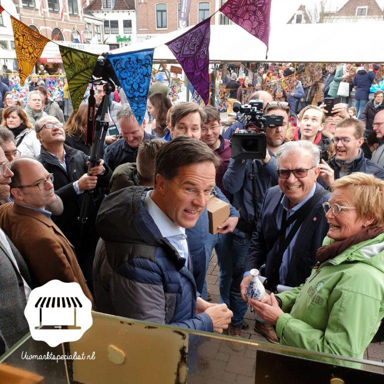 Premier Markt Rutte op bezoek op de markt in Amersfoort