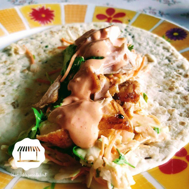 Wraps met krokante zalm en spicy saus